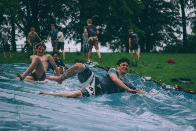 seguro para campamentos de verano